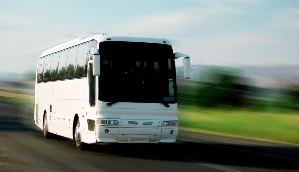 Partir en vacances : pourquoi ne pas y aller en autocar ?