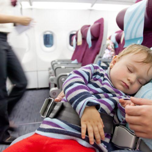 Conseils pour voyager en avion avec son bébé !
